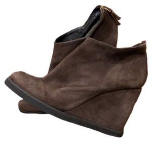 Andre Assous Baylis Suede Leather Wedge Booties